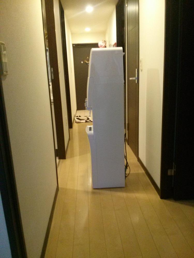 玄関までサーバーを運ぶ