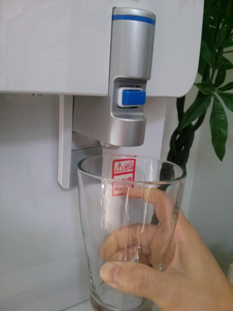 エコモードで水を注ぐ