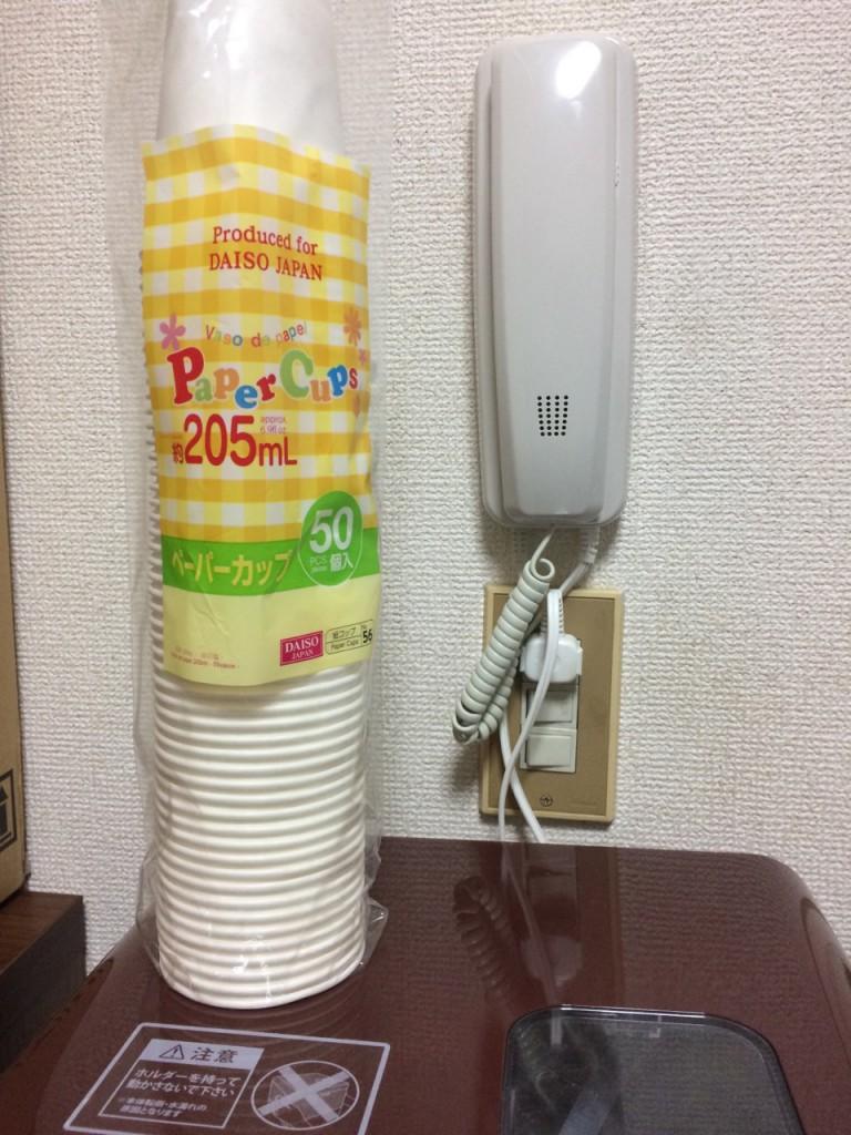 紙コップとウォーターサーバー